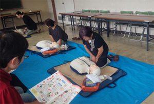 消防署より講師を招き、「ADE」の使用方法や操作を習得